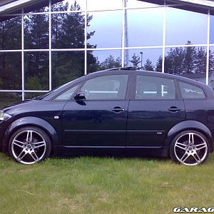 My A2 from previous owner, wheels 8J X 18 Mangel Motion 8 ET35 with 215/35/18